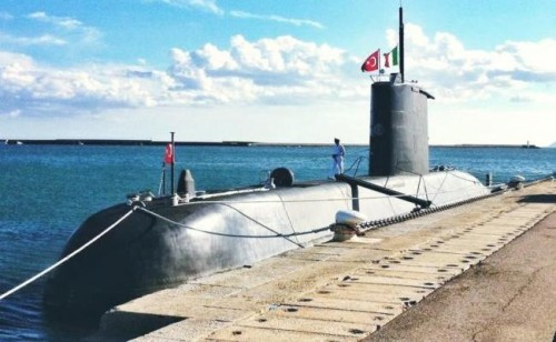 13930_650_320_dy_Cagliari_al_terminal_crociere_attracca_un_sottomarino_da_guerra_della_Turchia_-_LE_FOTO